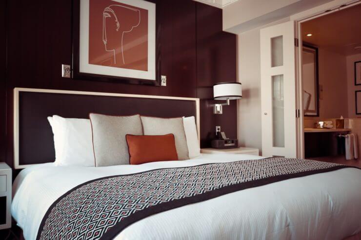 hotel czy hostel - oczekiwania - wady i zalety